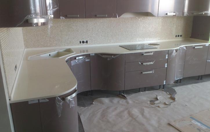 Радиусная столешница на кухне столешница искуственный камень под заказ Решетниково